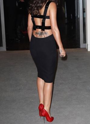 Černé šaty s červenou 9