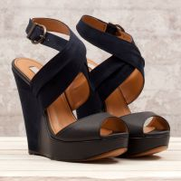 Czarne sandały na klinie 2