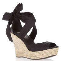 Czarne sandały na klinie 4
