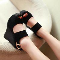 Czarne sandały na klinie 5
