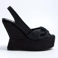 Czarne sandały na klinie 6