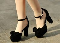 crne sandale s debelim potpeticama2