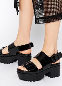 crne sandale s debelim potpeticama7