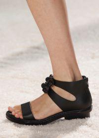 crne sandale s debelim potpeticama8