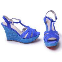 Niebieskie sandały na klinie 3