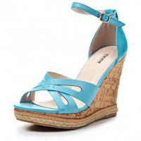 Niebieskie sandały na klinie 4