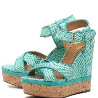 Niebieskie sandały na klinie 8