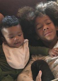 6-летний сын Брауна и маленькая дочка