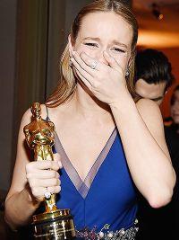 Актриса не может сдержать слез радости