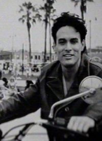 Брендон Ли на мотоцикле