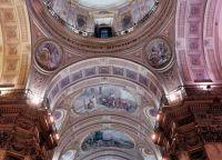 Фрески, украшающие потолки в кафедральном соборе Буэнос-Айреса