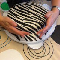 jak ozdobić ciasto za pomocą mastyksu w domu 10