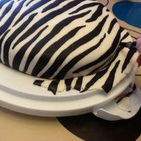 jak ozdobić ciasto z mastyksem w domu 11