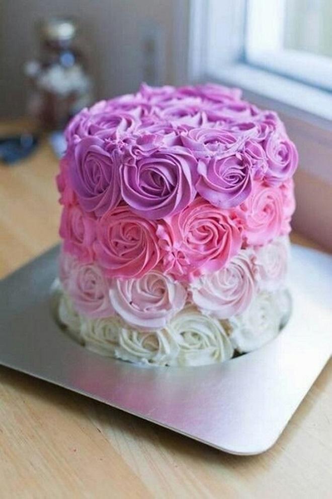 Kako ukrasiti kolač za djevojku s rukama 2