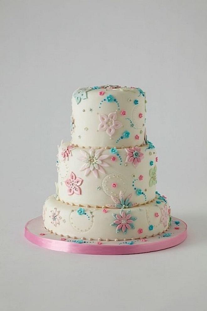 Kako ukrasiti kolač za djevojku s rukama 4