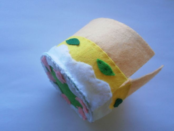 Ciasto z filcu przyszyć szczegóły