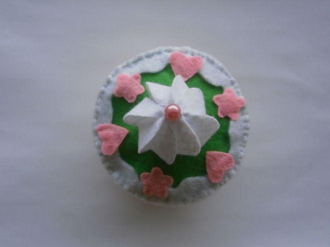 Тортата от филц украсява мейдж