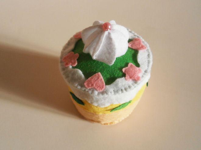 Торта, направена от готов филц
