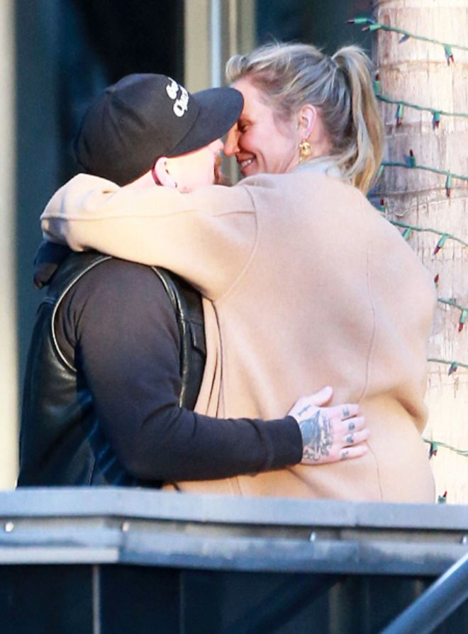 Камерон Диаз и Бенджи Мэдден не стесняются целоваться на улице