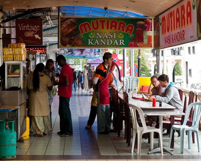 Местные кафе на главной улице