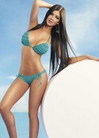 Камила Давалос фотосессия в купальнике