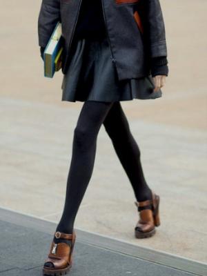 Могу ли носити сандале са најлонским пантихосе12