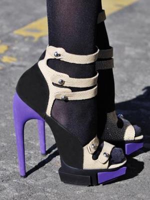 Могу ли носити сандале са најлонским пантихосе16