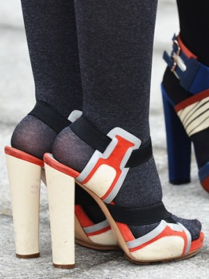 Могу ли носити сандале са најлонским ногама5?