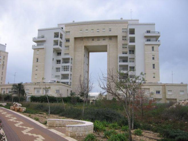 Многоэтажки в виде арки