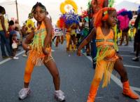 В праздничном шествиии принимают участие даже дети