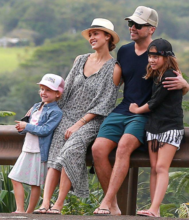 Кэш и Джессика с дочерьми