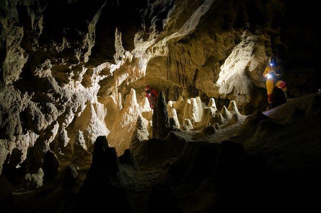 Сталагмиты в пещере Джаловича