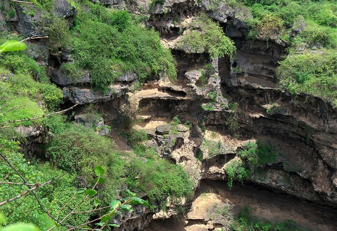 Пещеры вади Тави, Оман