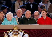 Принцесса Беатрис, королева Елизавета II, принц Филипп и Кейт Миддлтон