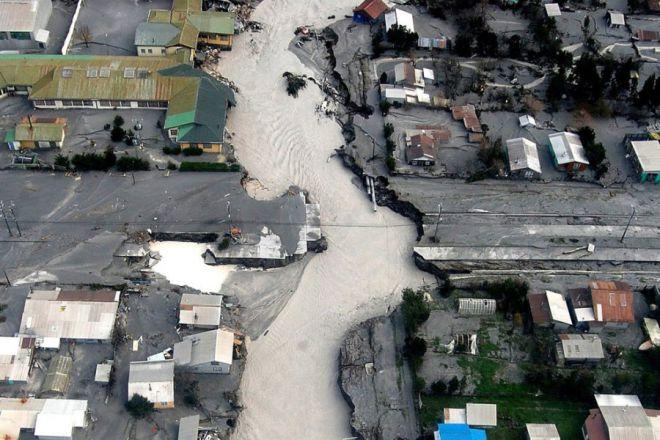 Селевой поток разрушает город