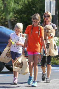 Дениз воспитывает двоих дочерей 12-летнюю Сэм и 10-летнюю Лолу Роуз