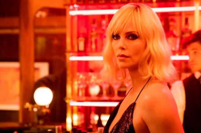 Шарлиз Терон в кадре из фильма «Взрывная блондинка»
