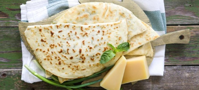 palačinke s sirom v ponvi
