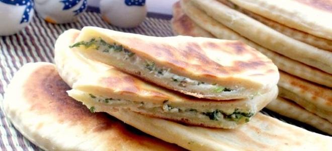 pecivo s sirom in zelišči