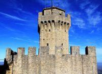 Внешние и внутренние стены башни