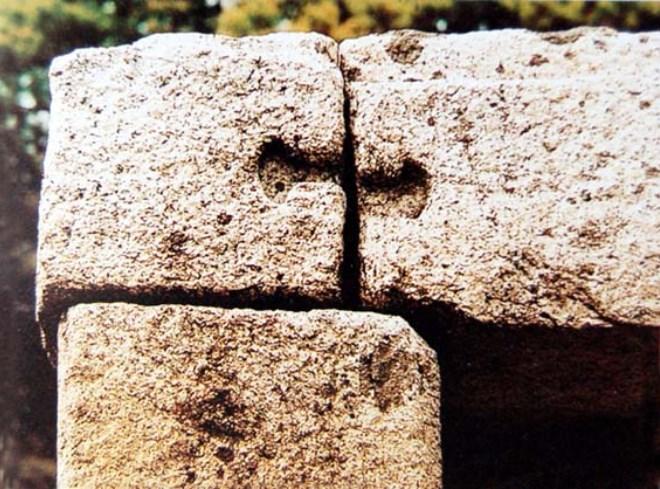 Камни сооружения