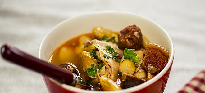 zupa z kurczaka z korniszonem