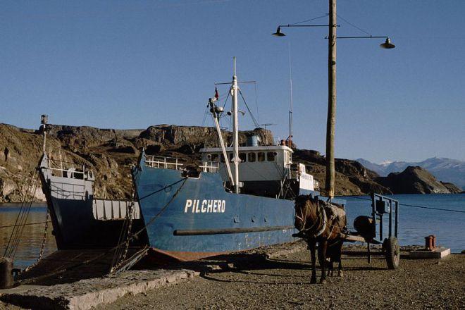 Паром на озере в Чиле-Чико