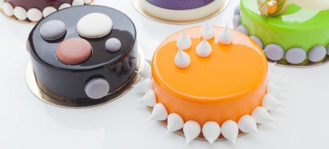 Barevná námrazy na bílý čokoládový dort
