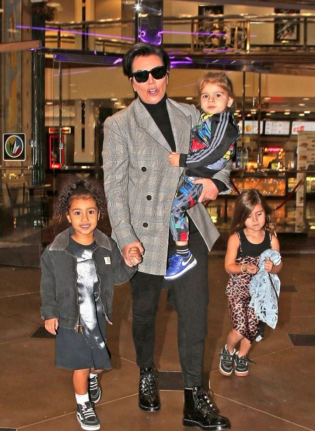 Крис Дженнер с внуками