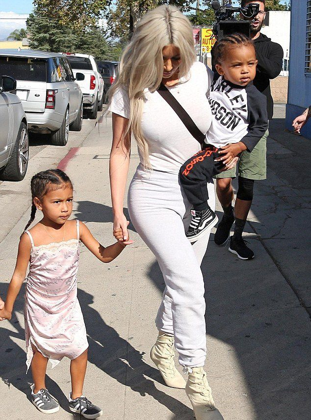 Ким Кардашьян с дочерью Норт и сыном Сейнтом