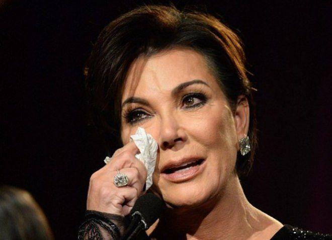 Во время выступления Крис расплакалась