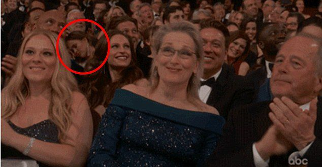 Крисси Тейген заснула на церемонии вручения премии