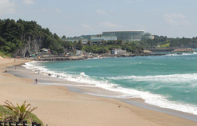 Пляж на курорте Чунмун
