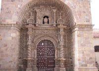 Вход в церковь Сан-Лоренцо